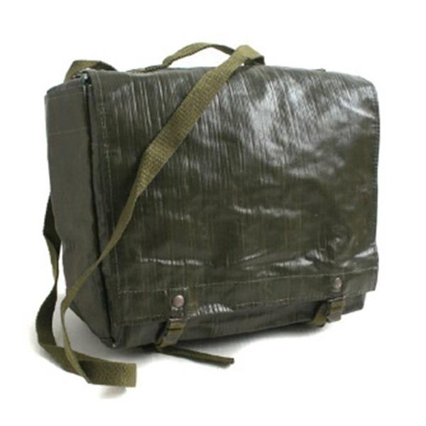 訳あり・在庫処分チェコ軍放出 防水布PVCコンバットショルダーバッグ未使用デットストック