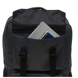 衝撃緩和用のウレタン入パソコンポケット付B4サイズ対応スクウェアービジネスリュックサック ネイビー