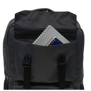 衝撃緩和用のウレタン入パソコンポケット付B4サイズ対応スクウェアービジネスリュックサック グレー f06