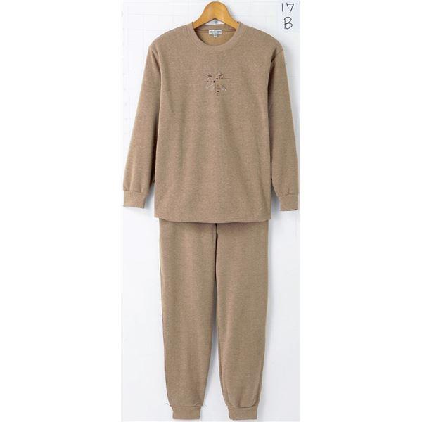 裏起毛パンツスーツ 【LLサイズ】 パンツ:ウエスト総ゴム/両脇ポケット付き カラシf00