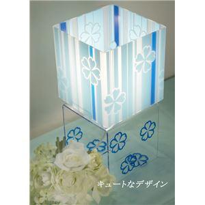 涼しい色と花模様がかわいい四角型テーブルライト 卓上スタンド アクリル製 スクエア型 花柄 ブルー(青)