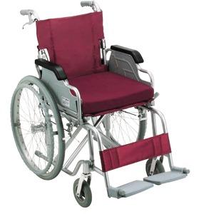 アルミ製車椅子【ノーパンクタイヤ】自走・介助兼用折り畳み跳ね上げ式肘掛け低反発クッション付き〔介護用品福祉用品〕