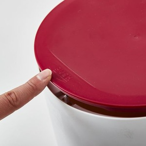 フタ付きダストボックス/円柱型ゴミ箱 【マットレッド】 7.3L ワンプッシュタイプ 『La Cuisine ラ・クイジーヌ』