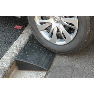 【2個セット】段差スロープ(ゴム製 高さ10cm用)/段差プレート/段差解消スロープ 扇形 駐車場の段差ステップに