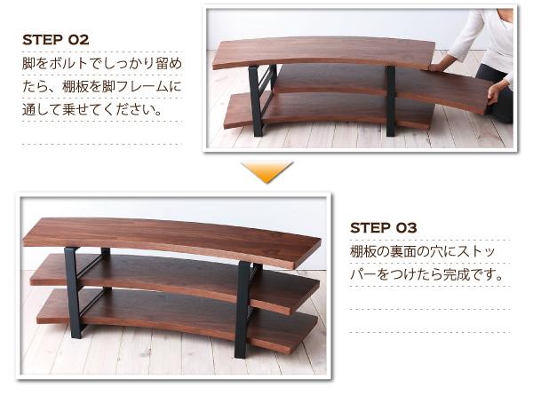 脚ボルトでしっかり留めたら、棚板を脚フレームに通して乗せてください。棚板の裏面の穴にストッパーをつけたら完成です。