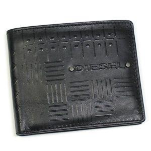 DIESEL(ディーゼル) 2つ折りカード入れ JEM-BOSS 00XN76 NEELA SMALL EMBOSS T8013 ブラック - 拡大画像