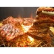 【旧タイプにつき9月30日で販売終了】亀山社中 たれ漬け、たれ無ミックス焼肉 (各2Kg 計4kgセット)  - 縮小画像1