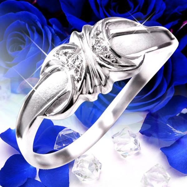 エックス型にリボンを結んだようなダイヤモンドリング♪