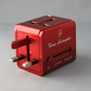 ブライトンネット   ランボルギーニ USBチャージャー付きトラベルアダプタ BS-LAMWORLDAC/R - 拡大画像