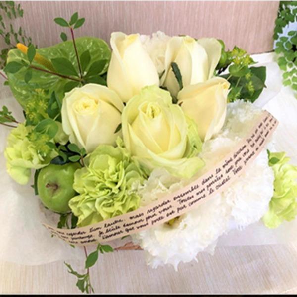 父の日などのプレゼントに「幸せの贈り物★バラのフラワーアレンジメント ホワイト+グリーン系」