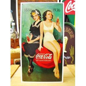 アメリカンブリキ看板 コカコーラ 50周年記念 水着 - 拡大画像