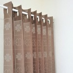 2WAYパタパタカーテン 間仕切り 暖簾 ロング アコーディオン カーテン 日本製 フリーカット クローバー ブラウン 幅100cm×丈220cm(1枚入り)