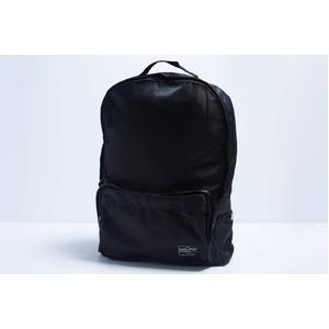 軽くて丈夫な前ポケット付サテンっぽい生地のリュック/ブラック - 拡大画像