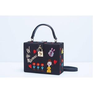パーティーバッグにも使える刺繍で描いたボックス型のハンドバッグ/ガール - 拡大画像