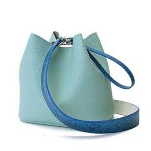 カラフル5色♪柔らか素材の巾着型2Wayショルダーバッグ/ブルー - 拡大画像