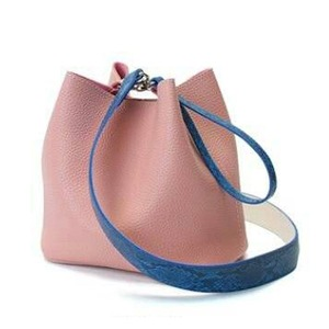 カラフル5色♪柔らか素材の巾着型2Wayショルダーバッグ/ピンク - 拡大画像