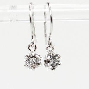 プラチナ0.25ct一粒石ダイヤモンドピアス スウィングチャームフックピアス - 拡大画像