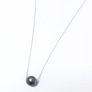 パール ネックレス 華真珠 K18 ホワイトゴールド 8mm 8ミリ珠 特殊カット技術 タヒチ真珠 ペンダント パール 真珠 40cm 長さ調節可能(アジャスター付き)  - 拡大画像