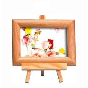 いわさきちひろ 心温まるナチュラル木製フォトフレーム イーゼル付き (花と少女) - 拡大画像