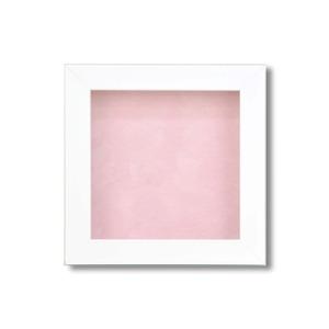 【ピンバッチ・缶バッチを飾れる額】壁掛け・スタンド付 紫外線やほこりや劣化から防ぐ 130角(130×130mm) ピンク - 拡大画像