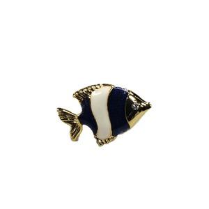 日本製 ピンタック・ピンバッジ・ピンブローチ fish 魚 ブルー - 拡大画像