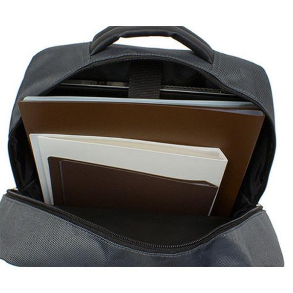 衝撃緩和用のウレタン入パソコンポケット付B4サイズ対応スクウェアービジネスリュックサック ブラック