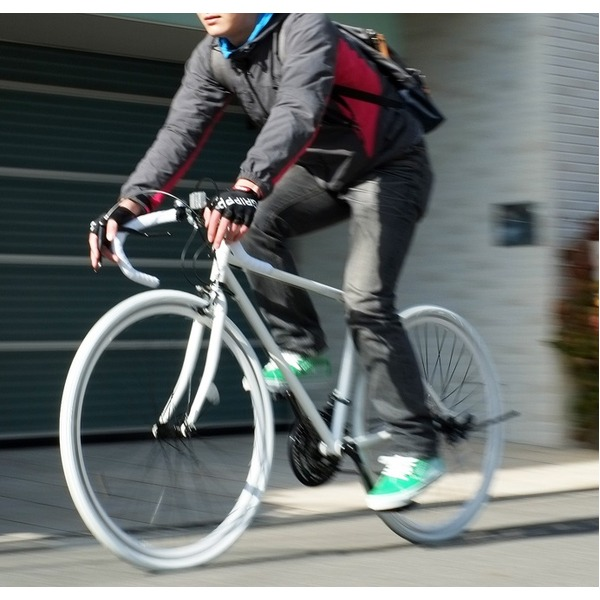 ロードバイク 700c(約28インチ)/ホワイト(白) シマノ21段変速 重さ/14.6kg 【Grandir Sensitive