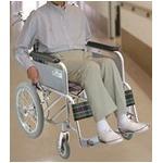 アルミ製 介護車/車椅子 【背折れタイプ】 軽量 折り畳み ハンドブレーキ付き シートベルト付き 〔介護用品 福祉用品〕 border=
