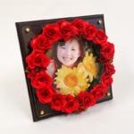 フラワーリースフォトフレーム(赤花・茶木板)