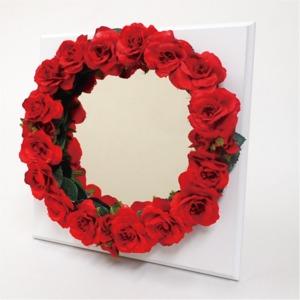 花笑みフラワーリースミラー(赤花・白木板) - 拡大画像