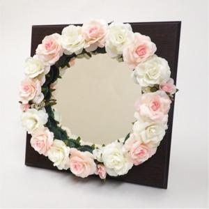 花笑みフラワーリースミラー(白花・茶木板) - 拡大画像