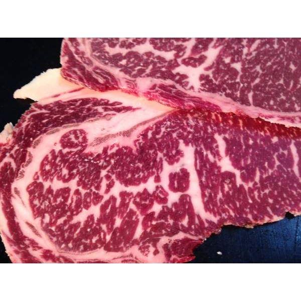 バーベキューにホルスタイン種のお肉
