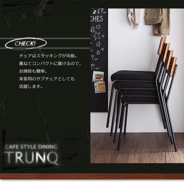椅子はスタッキングが可能なのでコンパクトに収納もできます