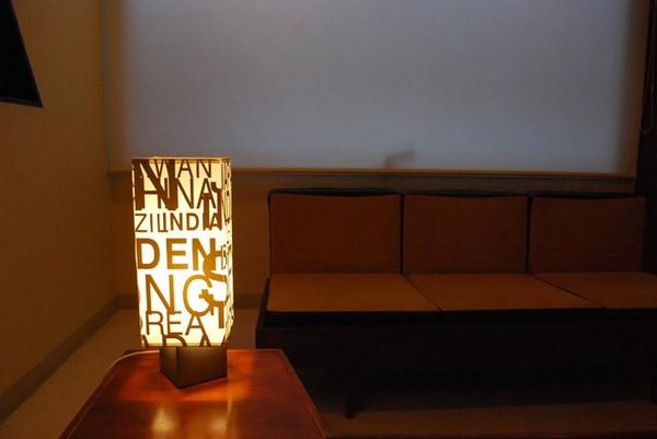 ムーディーな間接照明『テーブルランプ(照明器具/卓上ライト) アルファベットデザイン 〔リビング照明/寝室照明/ダイニング照明〕』